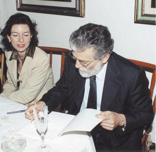 Laura Romano con Roberto Pazzi durante un incontro con l'autore